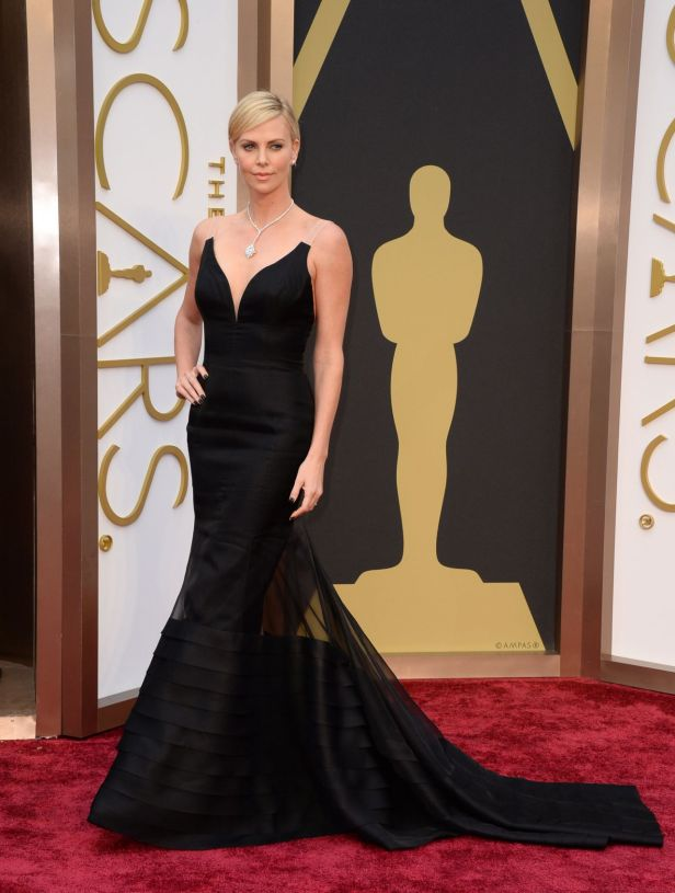 charlize-theron-2014-oscars-red-carpet_1