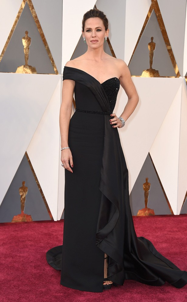 rs_634x1024-160228162617-634-jennifer-garner-2016-oscars-academy-awards-mh-022816