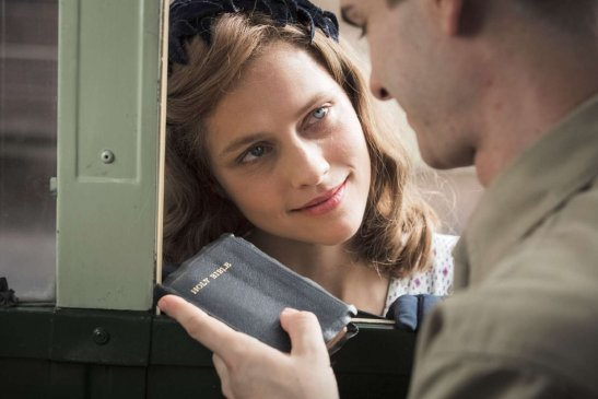 andrew-garfield-and-teresa-palmer-in-hacksaw-ridge-2016